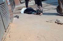 مصرية مصابة بكورونا ملقاة أمام مستشفى يرفض إدخالها (شاهد)