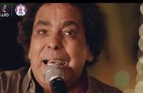 محمد منير يبكي بحفلة غناء بلا جمهور.. ومغردون يتفاعلون (شاهد)