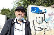 مستوطن يفر من أمام مسن فلسطيني في حي الشيخ جراح (شاهد)