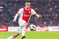 جماهير أياكس تصدم لاعبها المغربي بعد تضامنه مع فلسطين