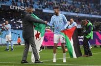 محرز يرفع علم فلسطين باحتفالات السيتي بلقب الدوري (شاهد)