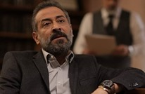 فنان سوري يبكي بعد تذكره مشهدا بمسلسل جعله يزور طبيبا نفسيا