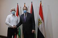 هكذا تفاعل ناشطون مع صورة عباس كامل ومصافحته للسنوار