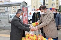 هكذا تصرف مسؤول تركي مع بائع أفغاني خالف حظر التجوال