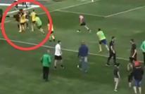 لاعبات في بلغاريا يحولن الملعب إلى ساحة حرب وقتال