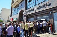 أنباء عن قطع السلطة رواتب المئات بغزة.. هكذا علق نشطاء