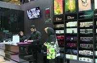 إيران سوق واعدة لمساحيق التجميل (فيديو)