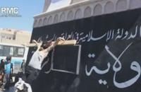 داعش تعدم أحد عناصرها وتصلبه بدعوى قطع الطريق في حلب