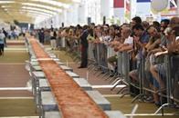 إيطاليا تعد أطول بيتزا بالعالم تمتد على 1.5 كيلومتر