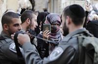 """فلسطينيون يتحدون """"الحواجز"""" للظفر بسجدة في الأقصى"""