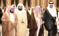 مغرد إماراتي مشهور يهاجم ضيوف أمير قطر من علماء السعودية