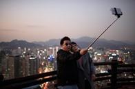 ديزني تمنع استخدام عصا السيلفي بمجمعاتها الترفيهية