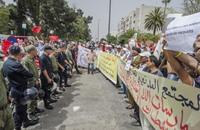 عشرات المغاربة يحتجون أمام السفارة الفرنسية ضد التعري (فيديو)