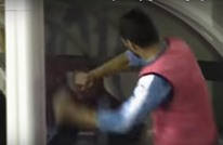 سواريز يثير الجدل مجددا بتصرف غير رياضي ضد مدربه (فيديو)