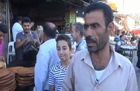 سكان القامشلي يشترون مستلزماتهم لرمضان وسط ارتفاع الأسعار
