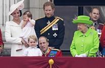 """ملكة بريطانيا """"تنهر"""" حفيدها أمام الآلاف.. ماذا فعل؟ (فيديو)"""