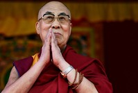 الدالاي لاما يتسبب بأزمة بين الصينيين وليدي غاغا
