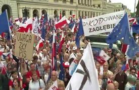 عشرات آلاف المتظاهرين في بولندا رفضا لسياسة الحكومة