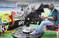 كرة طائشة تسقط مصورا تلفزيونيا بكوبا أمريكا (فيديو)