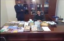 عناصر شرطة موالون لحفتر يحرقون آلاف الكتب الإسلامية (شاهد)