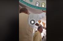 مشادة كبيرة بمسجد في طرابلس بسبب شيخ سلفي والزكاة (شاهد)