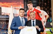 ريال مدريد يقدم نجمه الجديد في ملعب البرنابيو (شاهد)