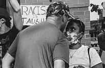 هكذا واجهت أمريكية سوداء عنصريا أبيض تهجم عليها (شاهد)