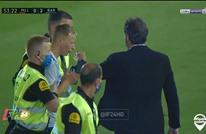 """رابطة """"الليغا"""" تقاضي مشجعا اقتحم مباراة برشلونة (شاهد)"""