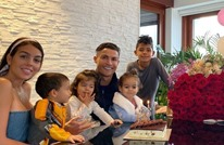 عائلة رونالدو تحتفل بابنها البكر في حلبة للملاكمة (صورة)