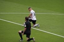 """الدوري الإنجليزي يدشن عودته بـ""""التضامن ضد العنصرية"""" (شاهد)"""