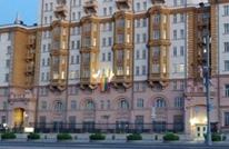"""سفارة واشنطن تستفز موسكو.. رفعت علم """"المثلية"""" (صورة)"""