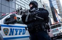 """شرطي أمريكي يثبت رجلا على طريقة """"فلويد"""" (شاهد)"""