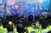 احتجاجات غاضبة في بريطانيا وتحطيم تمثال لتاجر رقيق (شاهد)