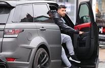 بعدما أهداه أغويرو سيارة فخمة.. عامل بالسيتي يعرضها للبيع