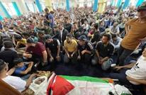 الآلاف يشيعون نزار بنات.. وهتافات ضد عباس والسلطة (شاهد)