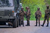 جندي بلجيكي مسلح هارب.. يبحث عن عالِم لقتله ويهدد المساجد