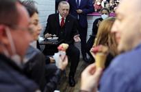 """أردوغان يوقف موكبه في مدينة إسطنبول ليتناول """"البوظة"""" (شاهد)"""