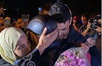 مشاهد مؤثرة لوالد منى ومحمد الكرد بعد إطلاق سراحهما (فيديو)