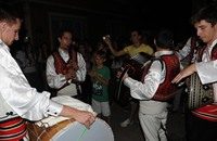 بلدة تركية تحول المسحراتي إلى فرقة موسيقية