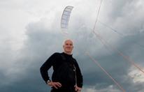 ملاح فرنسي يصمم تقنية لجر السفن بطائرات هوائية