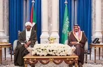 الملك السعودي يلتقي الرئيس السوداني في مكة