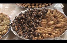 مغاربة يستقبلون العيد بتشكيلة من الحلويات التقليدية
