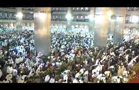 رابع أكبر مساجد العالم يمتلئ بمئات آلاف المصلين