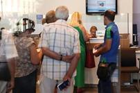 المصارف تفتح أبوابها أمام العملاء في اليونان