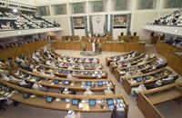 هل تثير القروض أزمة جديدة بين البرلمان والحكومة الكويتية؟