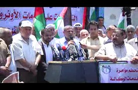 """وقفة في غزة احتجاجا على تقليص وكالة """"أونروا"""" لخدماتها"""