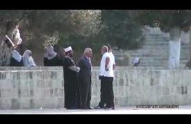 الشرطة الإسرائيلية تخلع بوابة الأقصى الرئيسية