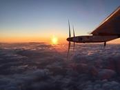 أول طائرة تعمل بالطاقة الشمسية تسجل رقما قياسيا
