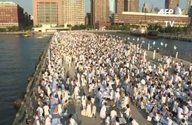 خمسة آلاف مشارك في العشاء بالأبيض على نهر هادسن في نيويورك