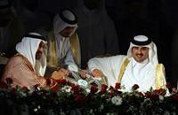لماذا يتم إقحام قطر والإمارات بشكل دائم في الأزمات الليبية؟
